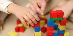 Как развить мелкую моторику у ребенка игрушки