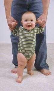 Развитие ребенка в 10 месяцев-идет
