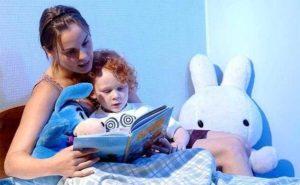Как приучить ребенка спать в своей кроватке с мамой