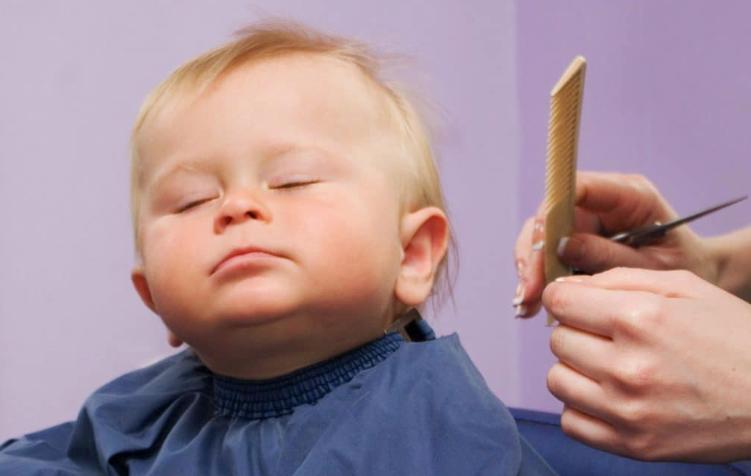 Почему важно знать, когда первый раз стричь ребенка