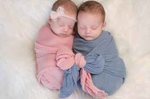 Пеленаем ребенка и укладываем спать